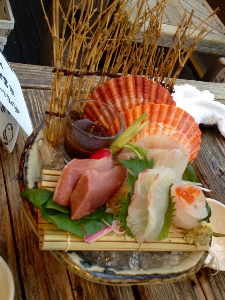 Beautifully arranged sashimi at a local restaurant by the pier, it was delicious!
