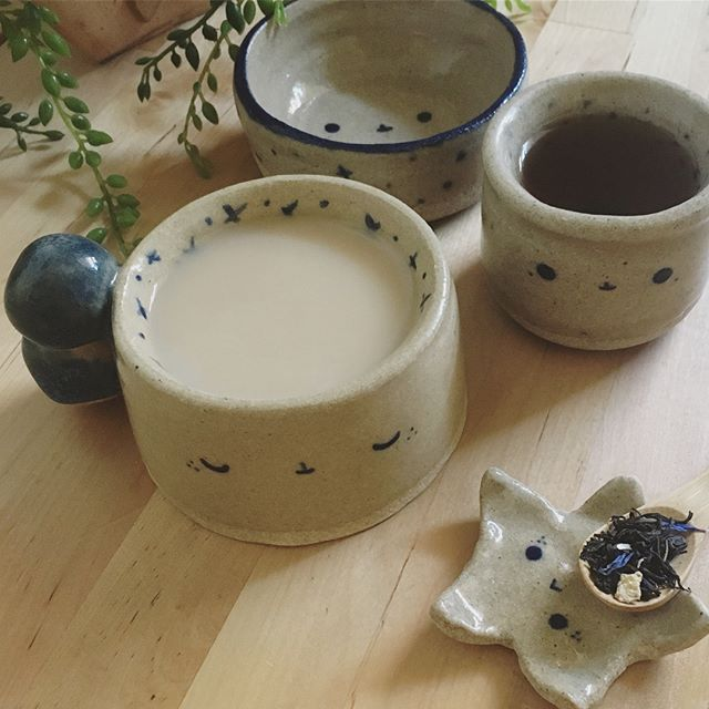 🍵I made these guys last month. They are unnecessarily heavy and oddly-shaped, but I'm hoping the second batch will be much better! 🐤✨ #ceramics #faces #tea