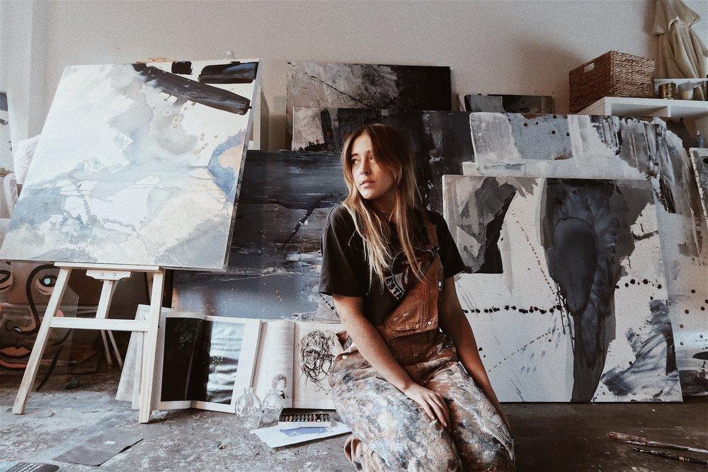 Absract_expressionist_artist_in_studio_bryn_newman.JPG