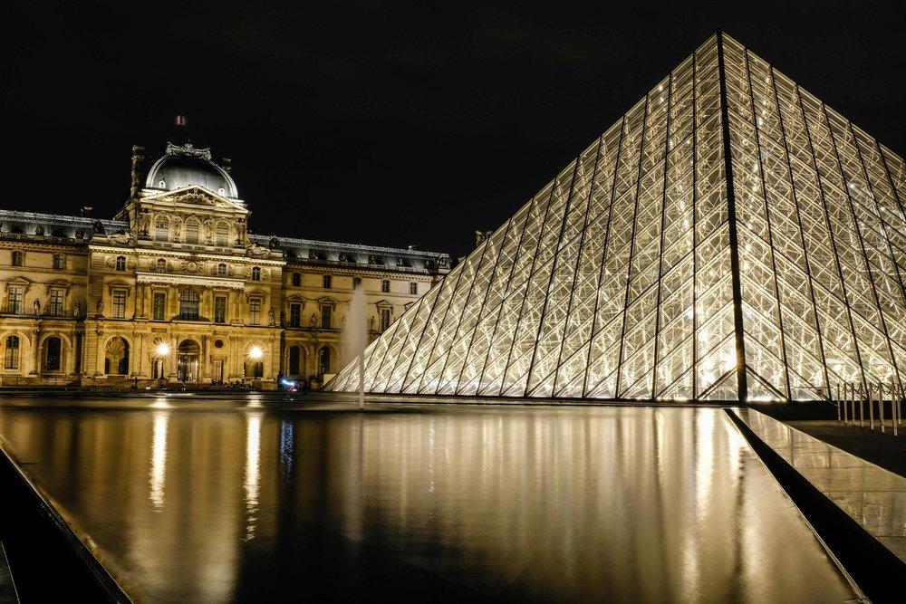 Reflections.Musée du Louvre