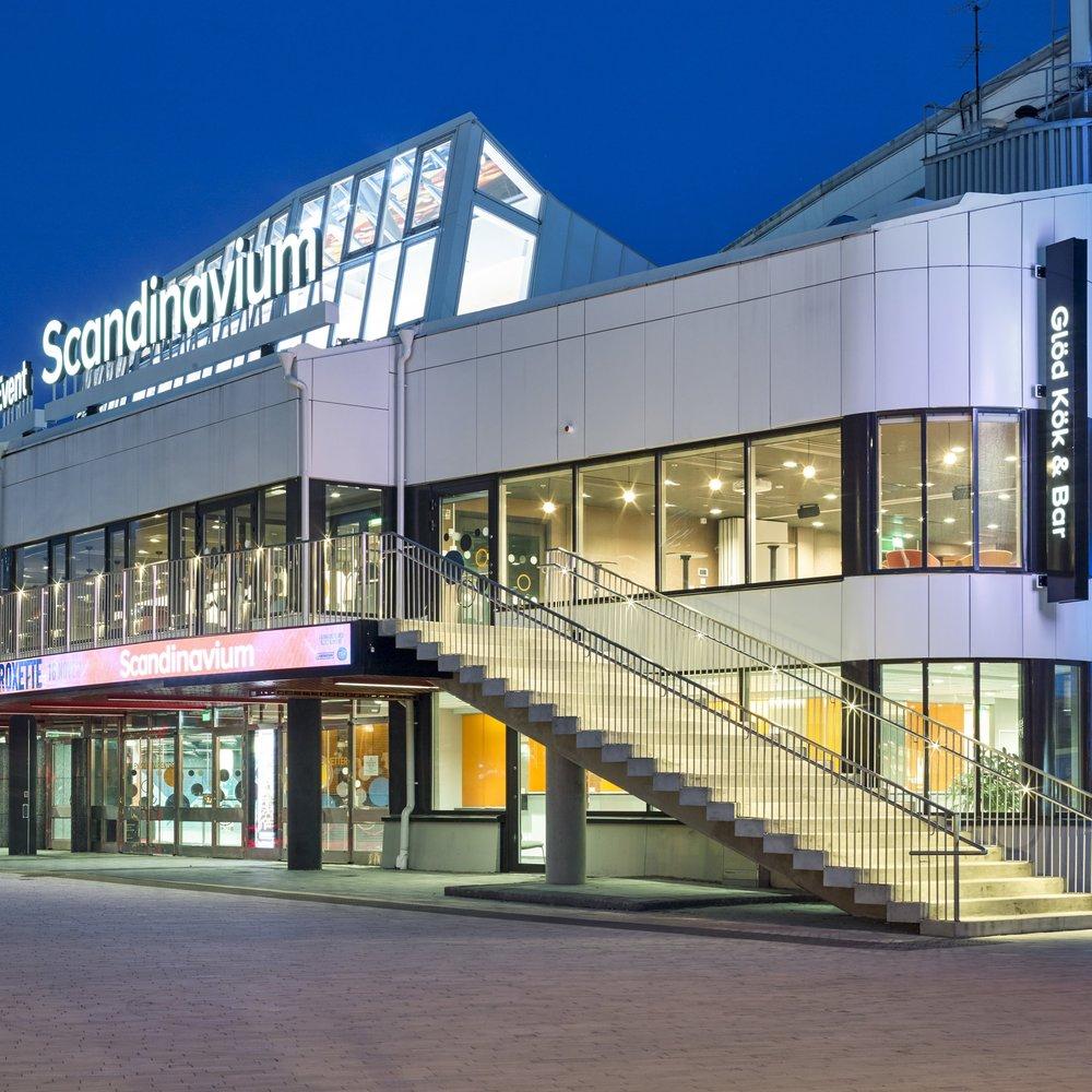 Scandinavium - 2017 färdigställdes Scandinaviums modernisering. Större omvandlingar av entrén samt evenemangsrestaurang för 400 sittande gäster med kök och publika ytor för max 700 personer tar Scandinavium framåt tills nya planera kan sättas för Göteborg som evenemangs stad. Abakos Birgitta Holmström hade uppdrag att gestalta den nya skepnaden för Got Event. Independent fick uppdraget att säkra interiören med ekonomiska ramar och strategier i relation till LOU utifrån koncept samt stödja projektets totala upphandlings genomförande med slutbesiktning.Arkitekt: Abako ArkitektkontorFotograf: Ulf Celander
