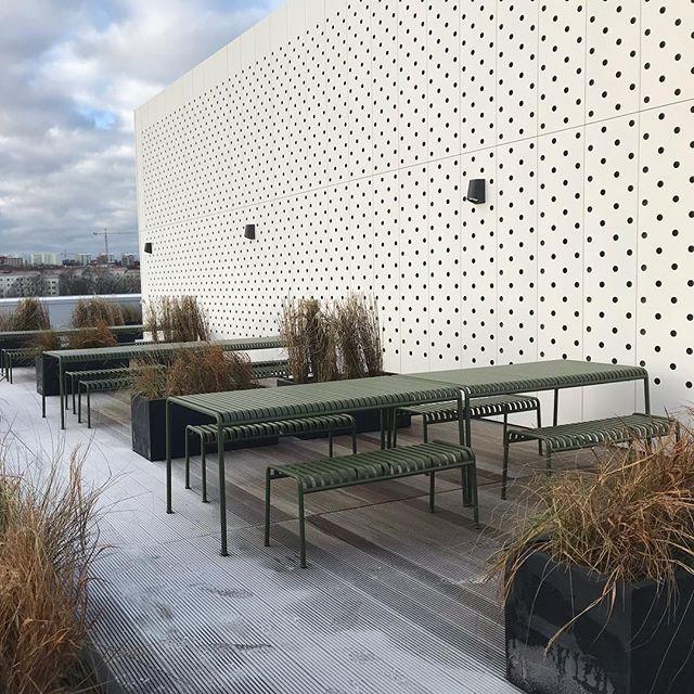 Skanska T3, 12th floor terrace and outdoor gym - waiting for the sun. Architect: @arkitektbyrandesign #independent #independering #gym #outdoorgym #utegym #terrass #t3 #skanska #arkitektbyråndesign