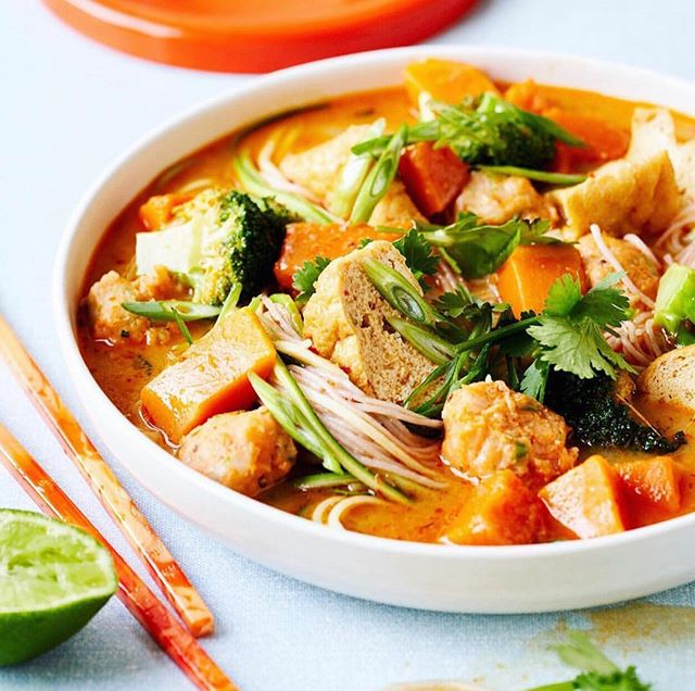 So excited for Olivia Andrews' new book Three Veg & Meat to be released! The book is all about eating more veg and less meat, something that I'm very passionate about for so many reasons. This laksa with fish balls is one of the many delicious recipes that I got to photograph and taste test! Worked with the dream team on this one, @oliviandrews on recipes and @davidmorgan.co styling. Out mid-April @murdochbooks 🙌 🥦🥕🍆+🥩 @threevegandmeat #threevegandmeat #flexitarian