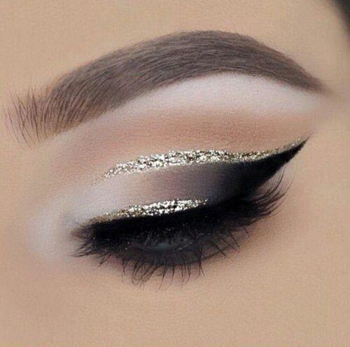 Smokey Black cat eye with Glitter Liner