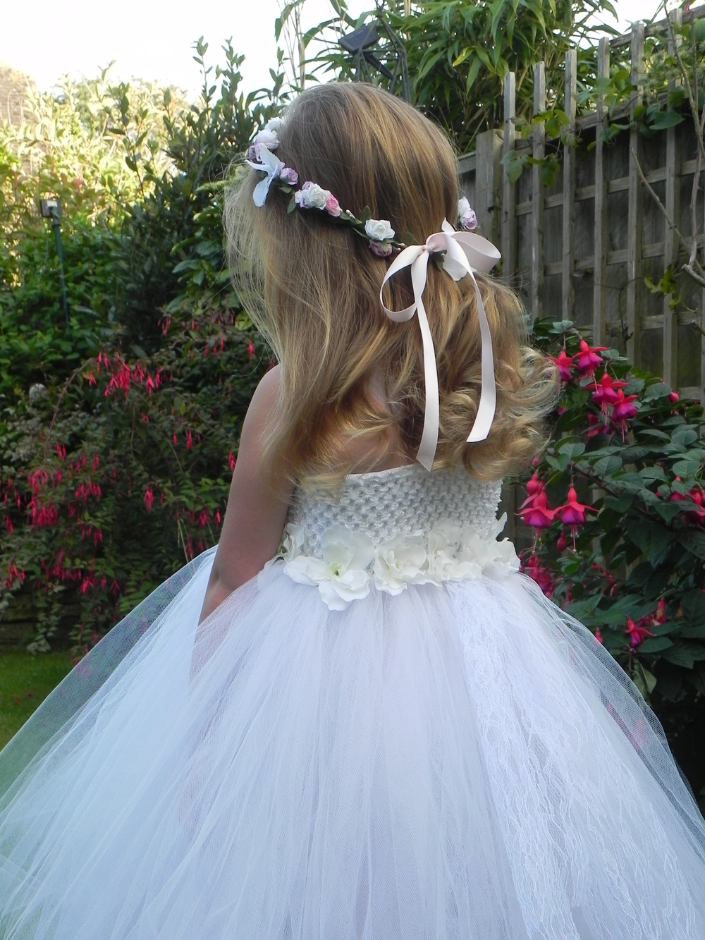 Daisy:   White crochet top with white tulle and decorated with small silk flowers. Flower and ribbon.  Headband made to order.