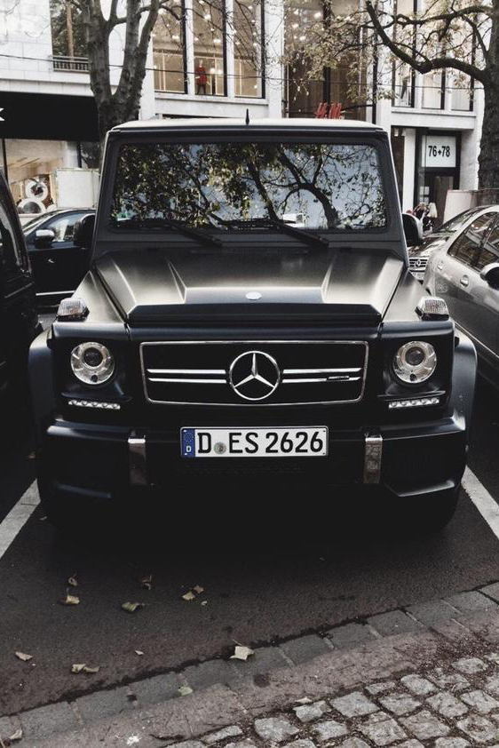 stayfr-sh: Blacked Out G63