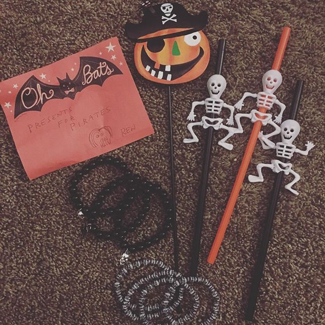 #kenthemailman isn't even our mailman anymore but I found this bag of Halloween goodies on the porch when we came home today! Man, that guy is just the best!! 😍💌📬 #usps #snailmail #sendmoremail #penpals #sendlovesendletters