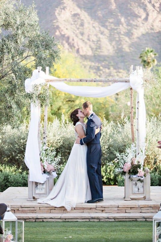arizona bride and groom kiss