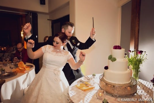 bride and groom cake cutting boulders