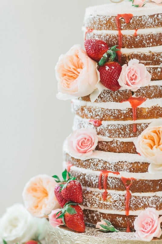 Arizona wedding cake with fruit