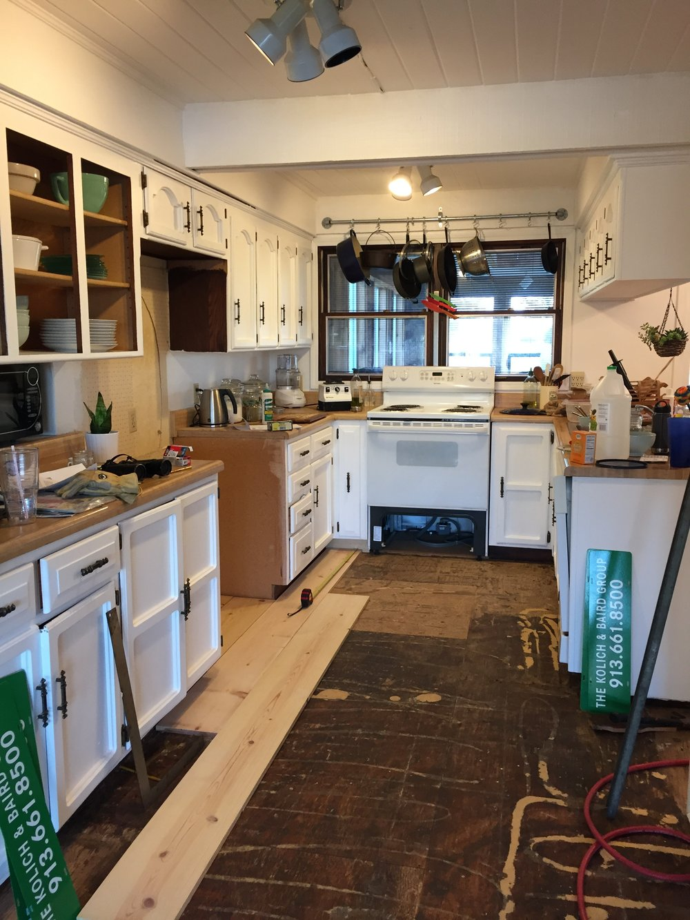 Bungii_Floor_Wood_Installation