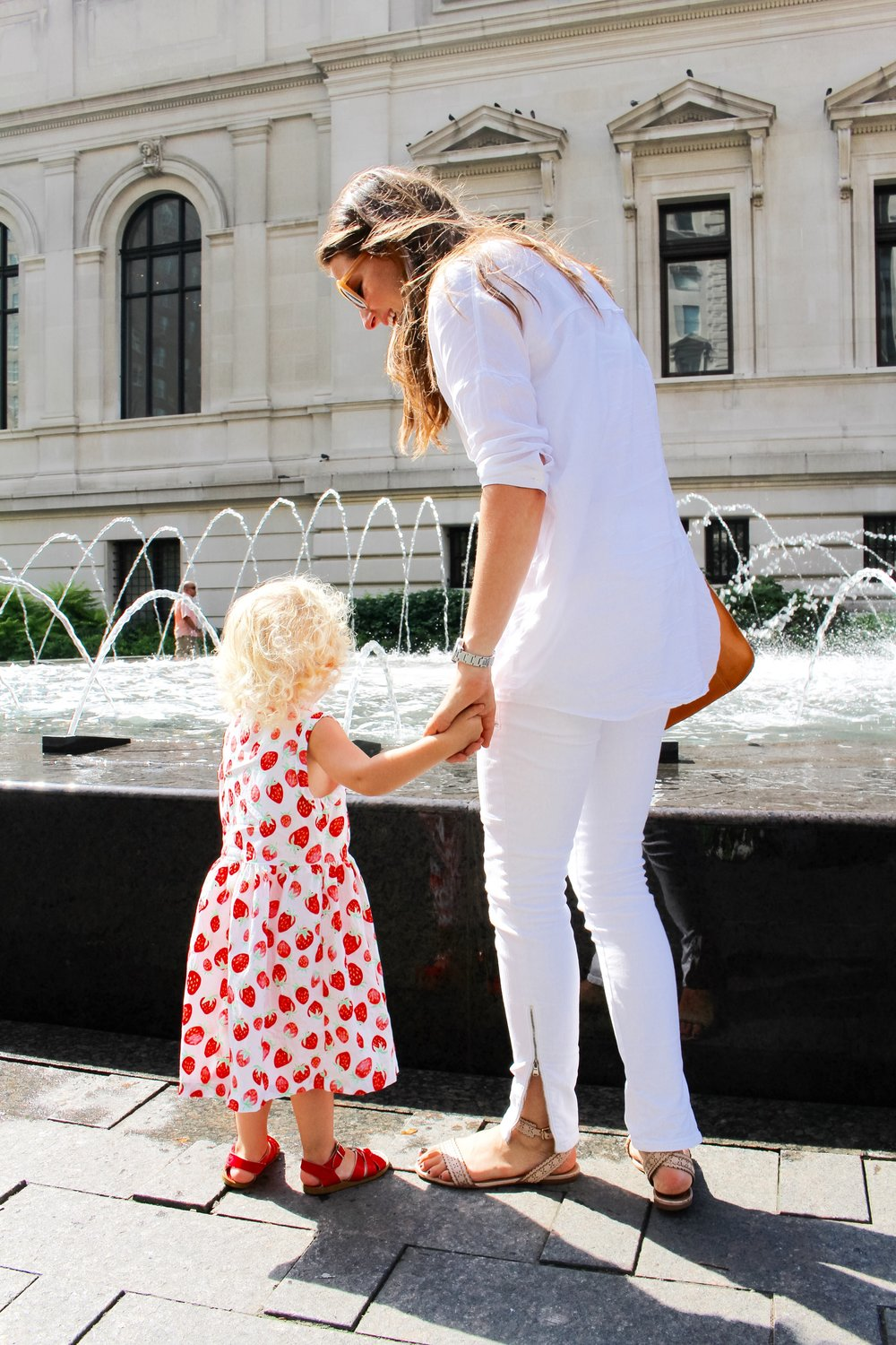 A NEW YORK MINUTE / mom style / all white / nicolemcaruso.com