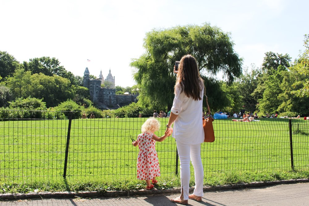 A NEW YORK MINUTE / mom style / white on white / nicolemcaruso.com