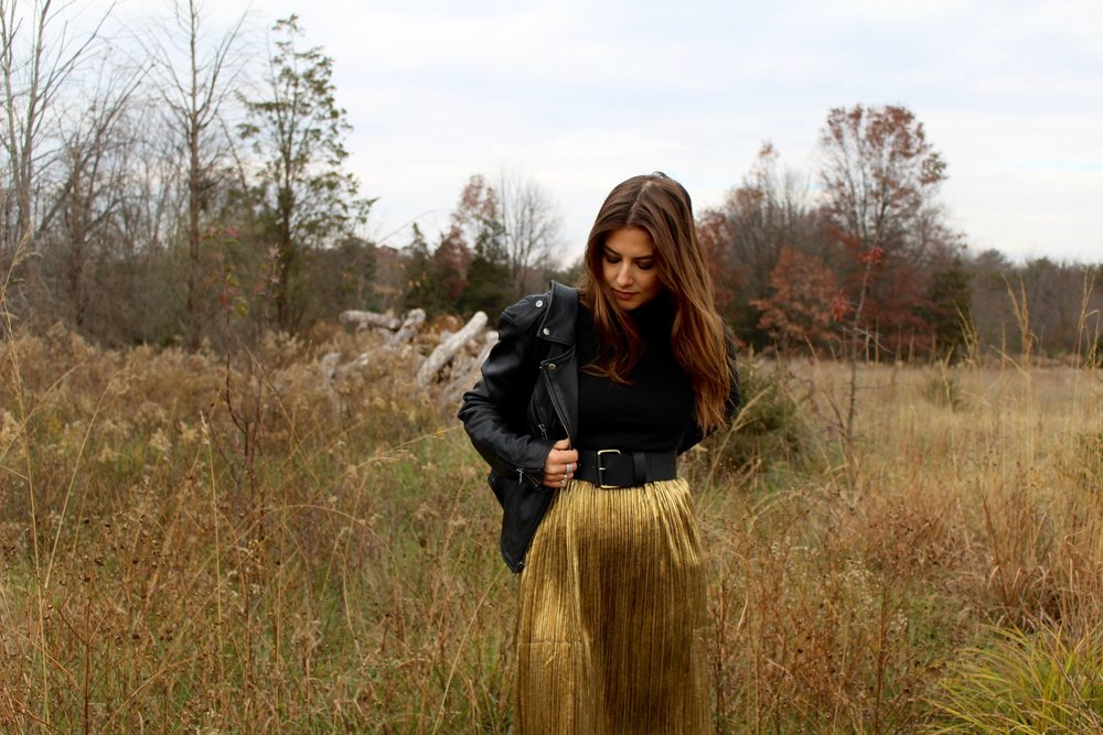GOLD HOLIDAY SKIRT / SHEIN / OUTFIT IDEA / NICOLEMCARUSO.COM