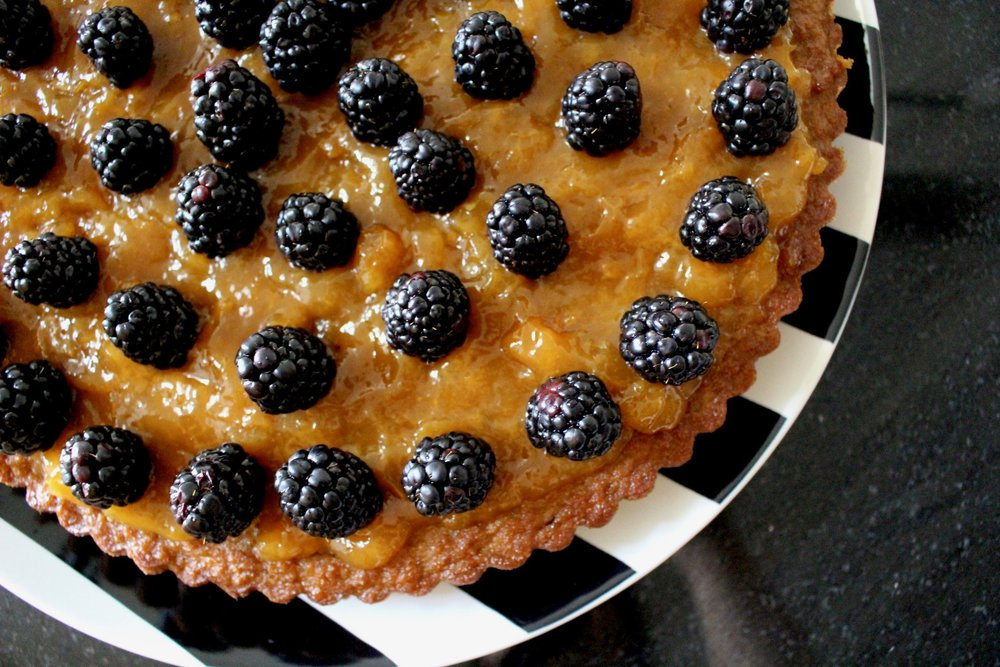 HONEY CAKE WITH BLACKBERRIES / FOOD / RECIPE / PALEO, SUGAR FREE, DAIRY FREE. GLUTEN FREE