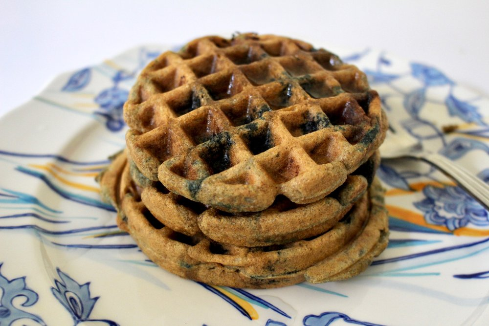 Blueberry Paleo Protein Waffles / FOOD / GLUTEN FREE / DAIRY FREE / NICOLEMCARUSO.COM