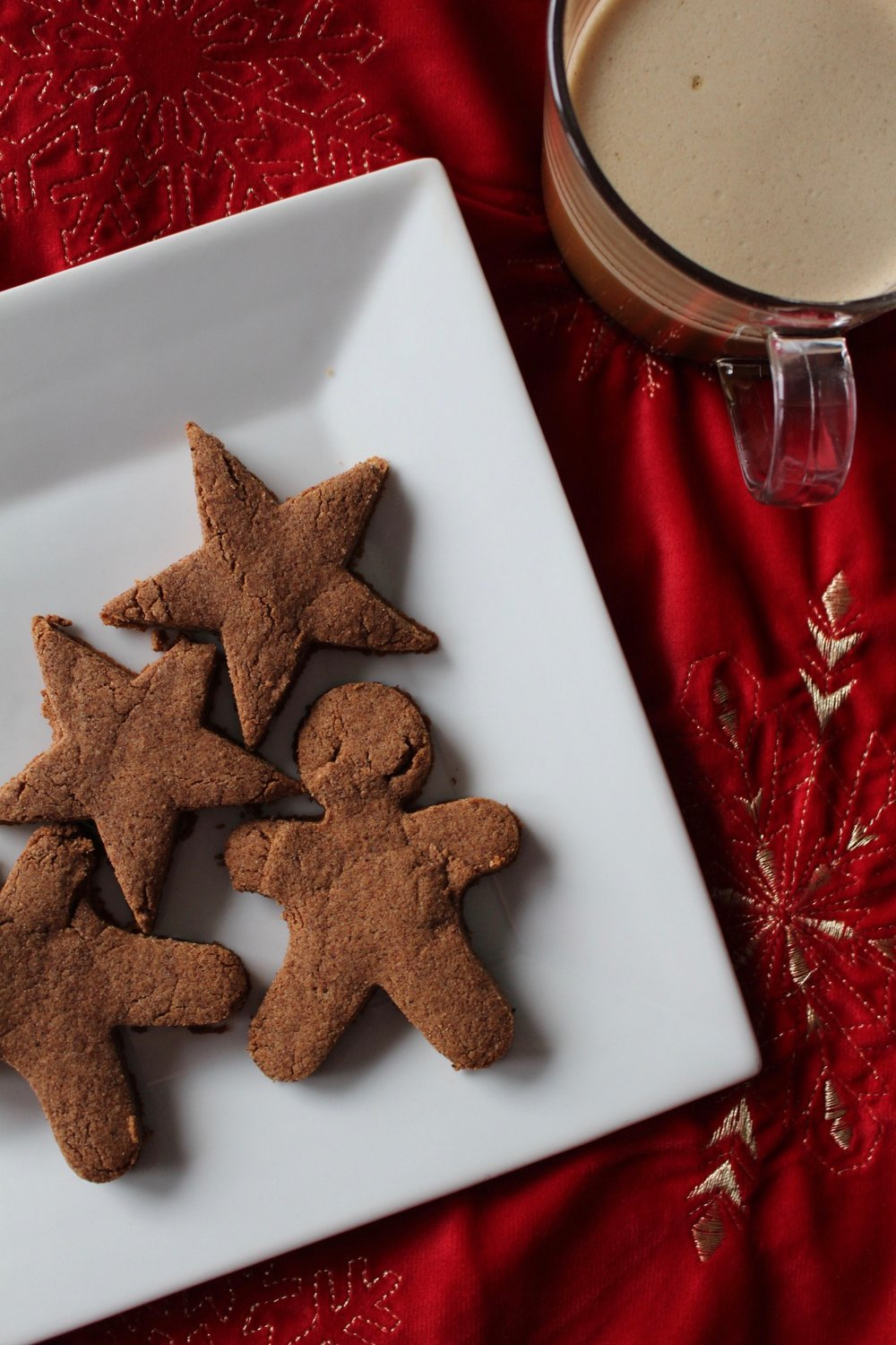 AIP Gingerbread Cookies / paleo / gluten free / egg free / nut free / paleo baking / aip baking / holiday baking / allergen free / nicolemcaruso.com