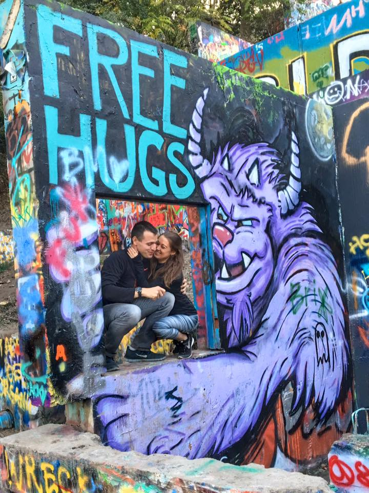 Grafitti Castle Austin Free Hugs