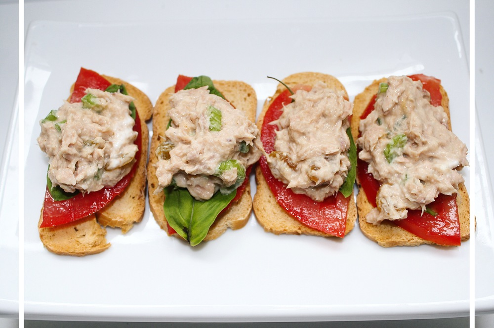 I hosted a cracker potluck and made these tomato, basil, tuna salad crostini!