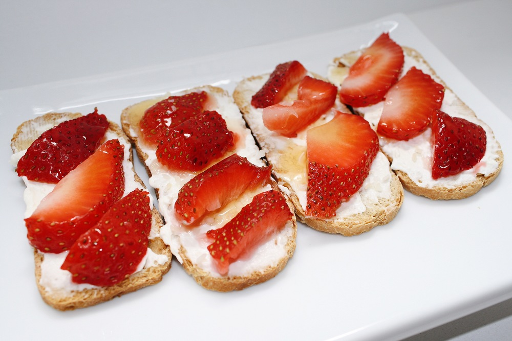 My other contribution to cracker night were these crostini with cream cheese, toasted coconut flakes, honey and strawberries!