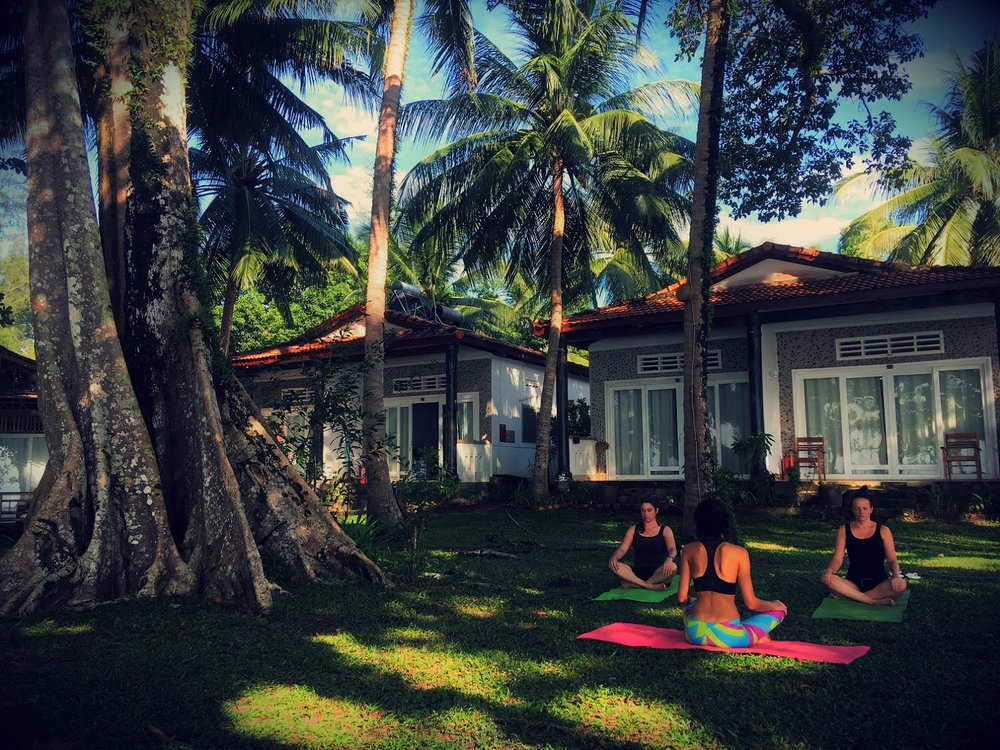Lola Yoga 3 ppl.jpg