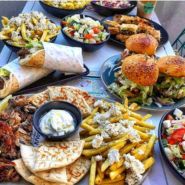 A Greek spread big enough to feed the whole family 😆 📷: @deadliftsanddoughnutss