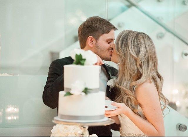 It doesn't get sweeter than this 🍰💞 . . . #theclaytononthepark #weddings #weddingseason #cakecutting #kindeventco #loveisintheair #springweddings #weddingcake #theclayton #theknot #weddingwire #desertwedding #weddinginspo #weddinginspiration #brideandgroom