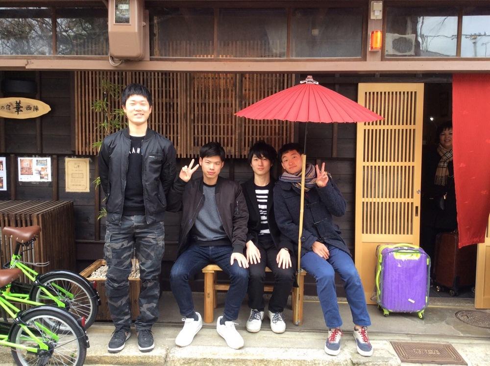 19歳の大学生4人組