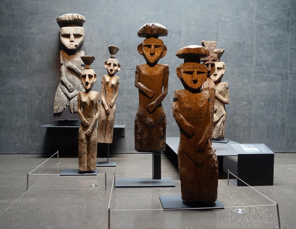 Mapuche Burial Statues