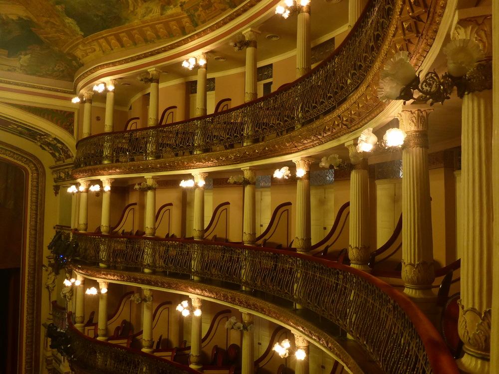 inside teatro amazonas