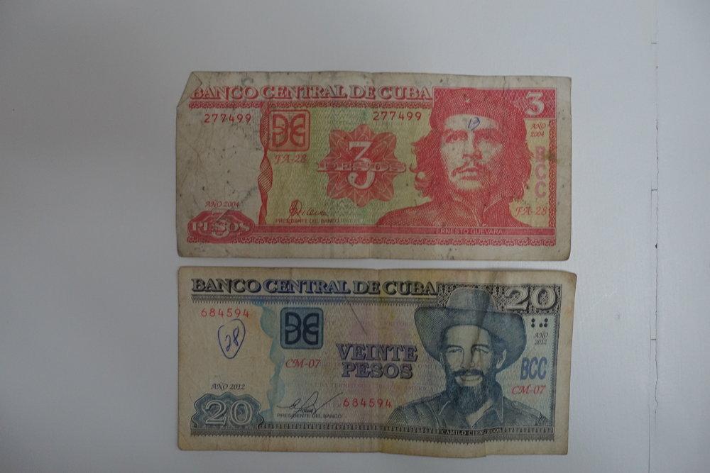cup notes featuring revolutionaries che Guevara and camilo cienfuegos