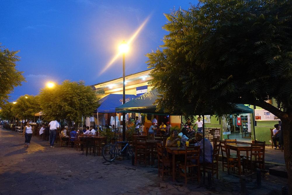 calle la calzada restaurant strip