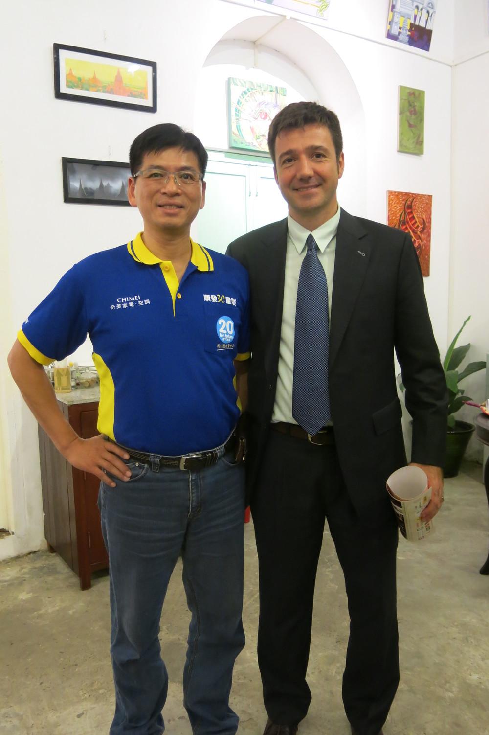 (圖右) 聯合國駐緬甸代表 Pablo Barrera