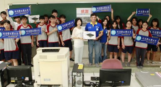 順發3C捐贈40組專業繪圖板給後壁高中。 (記者翁聖權翻攝)