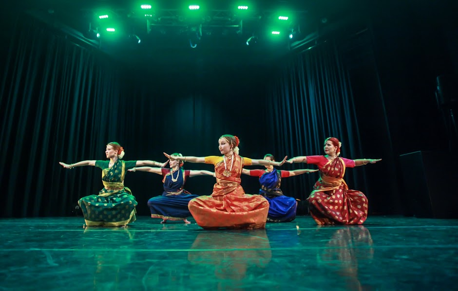 2015-Bolly-Beat-Dance-School-Bharatanatyam-2.jpg