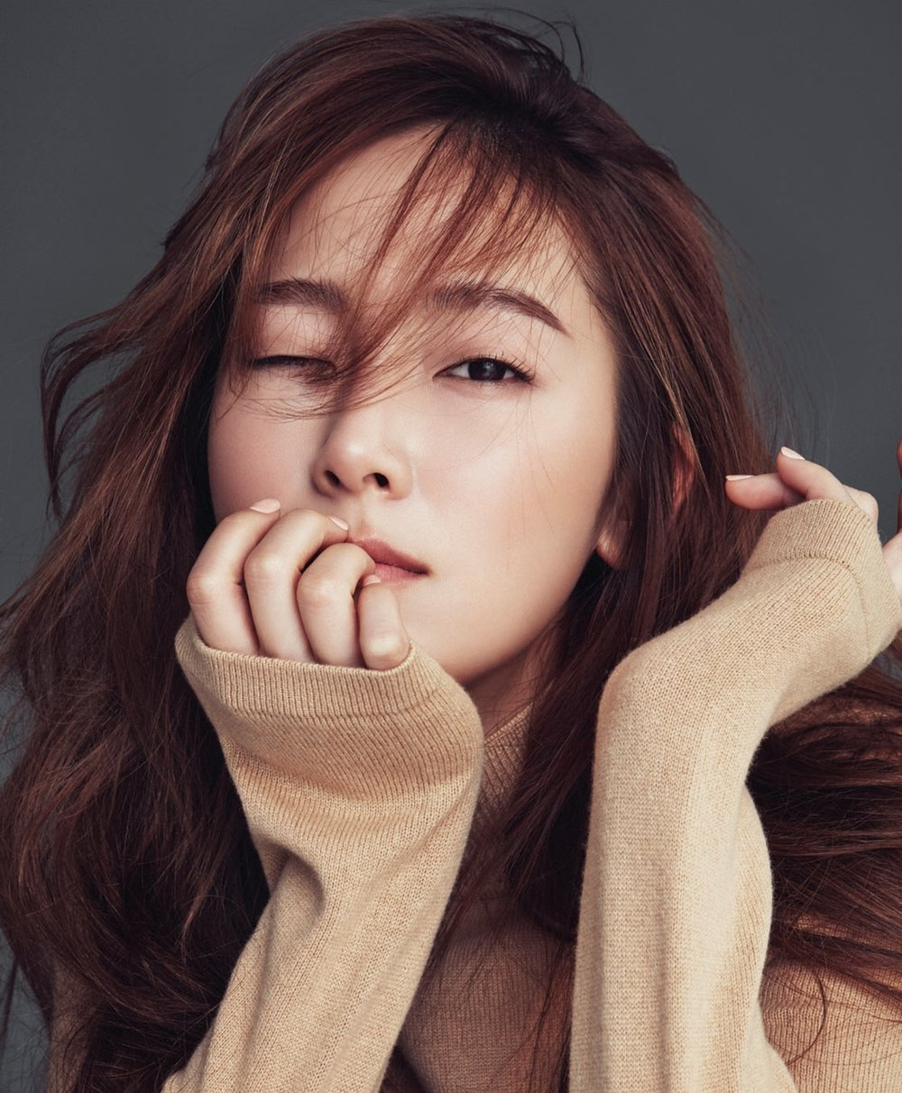 From: https://www.kpopmap.com/photo-jessica-jung-for-cosmopolitan-march-2017-issue/