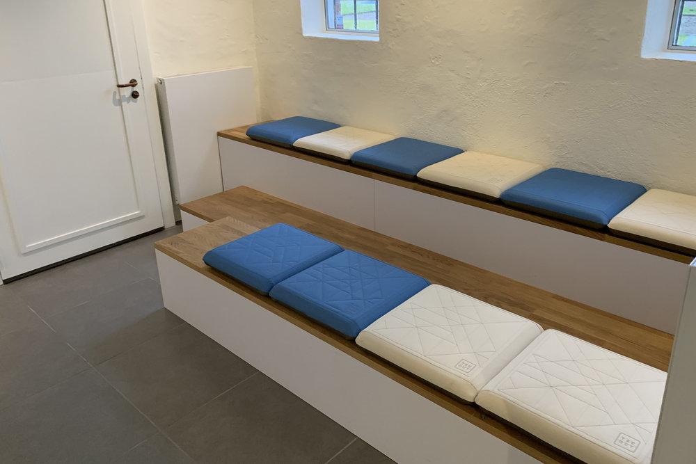 Seats hynder leveret til VELUX Collection, Østbirk. Rosan Bosch Studio har stået for indretningen og Holmris har leveret produkterne.