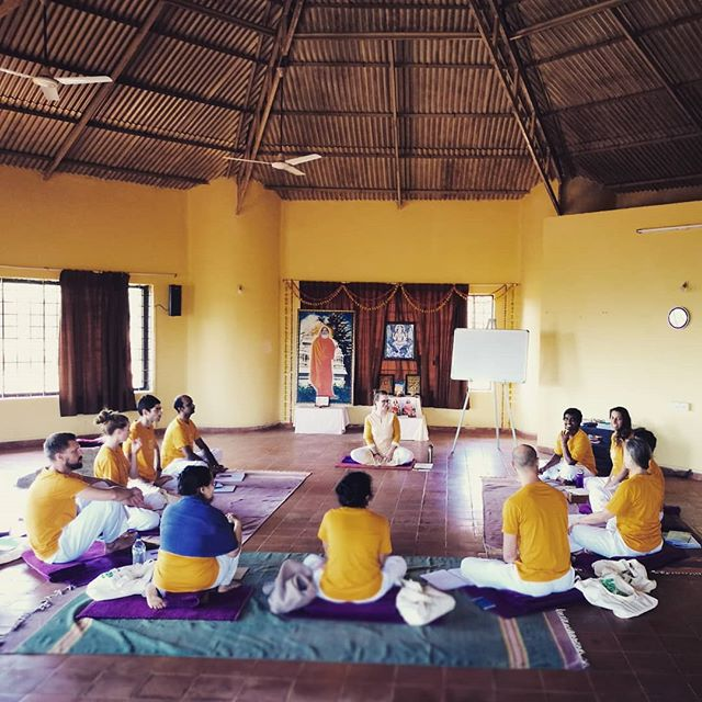 Introduction to Nonviolent Communication during our @yogavanaindia Teacher Training Course ... Very grateful to see all that is close to my heart integrated in this course: Yoga, Vedanta & Nonviolent Communication ❤️🔥🌱 . . . . . . . #YogaVanaIndia #YogaVanaTTC #yogainIndia #emotionalintelligence #emotionalmaturity #yoga #Vedanta #nonviolentcommunication #ahimsa #satya #myyoga #athomeintheworld #homewithin #hOMe