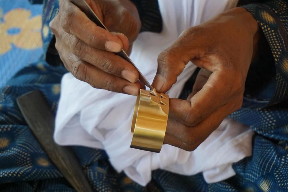 Réalisation d'un bracelet en bronze et cuir