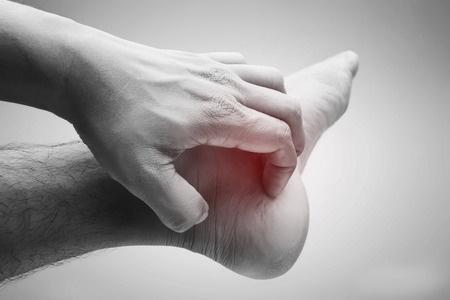 48938507_S_Itchy_feet_Hand_.jpg