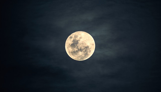 Amazing Full Moon_640.jpg