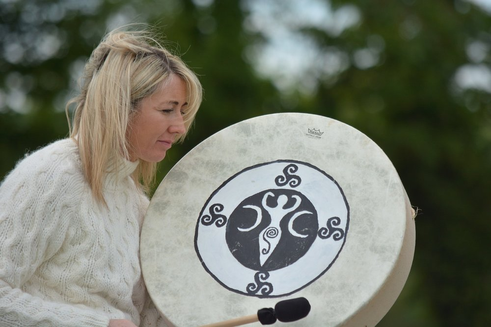 Woman Drumming_1280.jpg