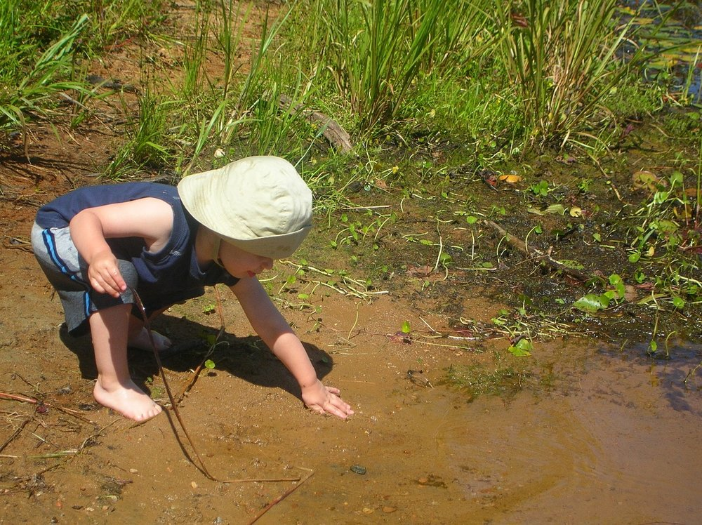 Child playing in mud_1280.jpg