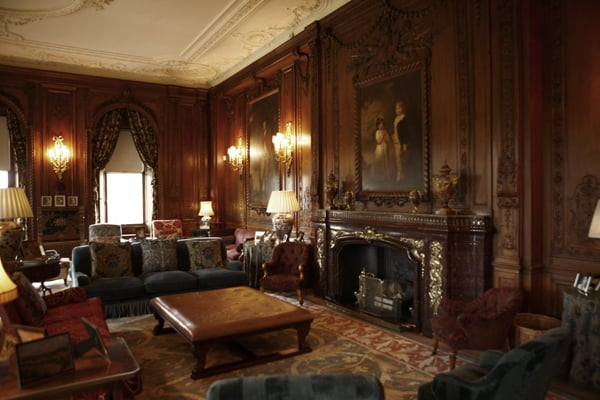 KNOWSLEY HALL COSY LOUNGE