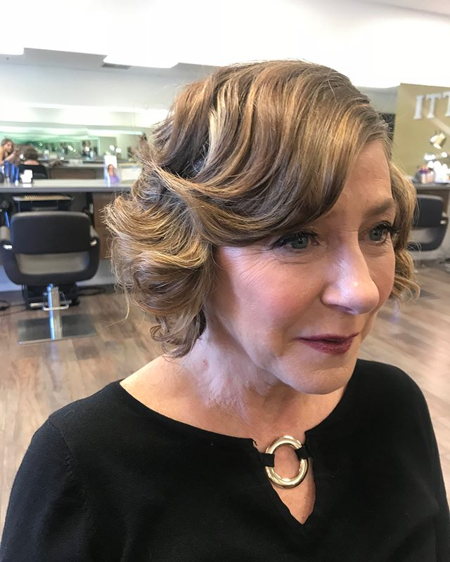 Absolutely loving this vintage modern glam look for the mother of the bride ✨ . . Book your trial today ✨ . . . #phoenixweddings #knottiglamcrew #mua #motherofthebride #arizonabride #hairandmakeup #vintagehair #bridalmakeup #bridalhair