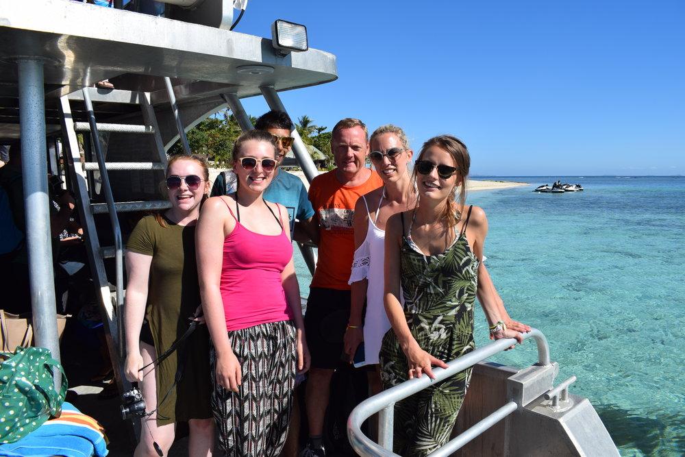 Travel Teacher volunteers at Beachcomber Island