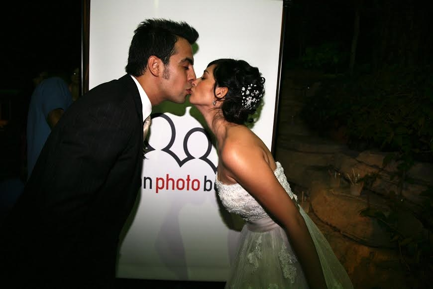 Newlyweds photobooth