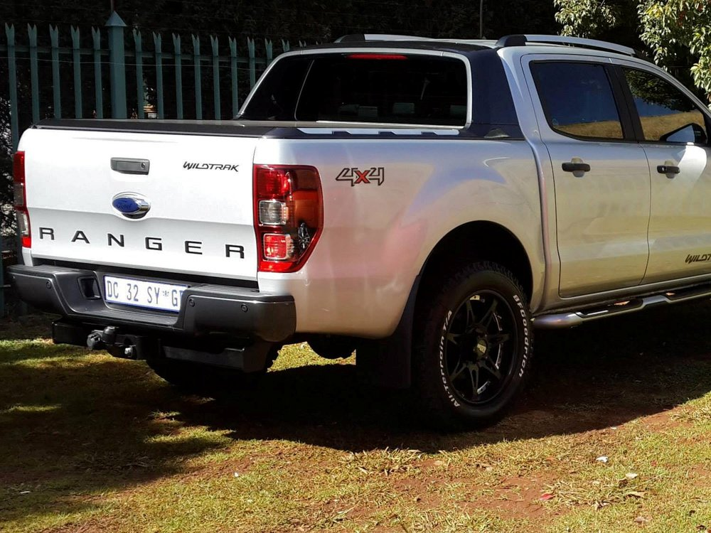 Rigidek Laderaumabdeckung - Ford Ranger 2012 Double Cab Wildtrak 185.jpg