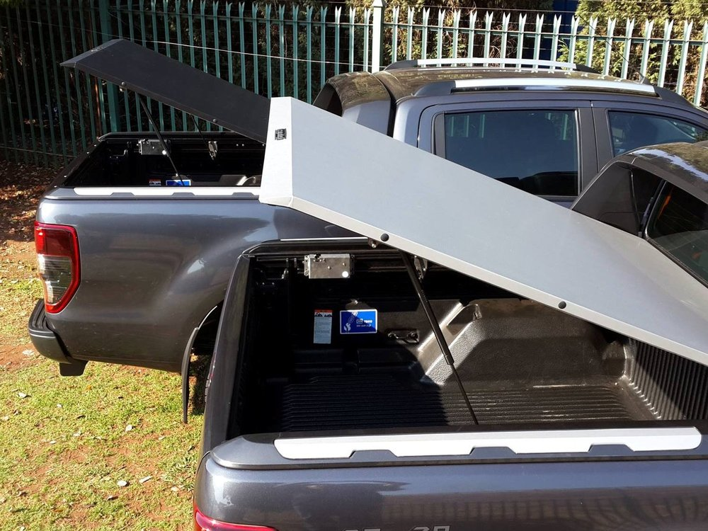 Rigidek Laderaumabdeckung - Ford Ranger 2012 Double Cab Wildtrak 243.jpg