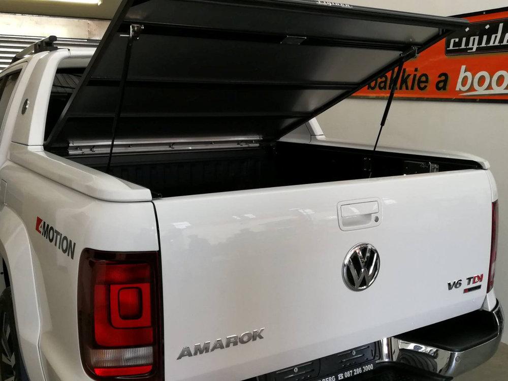 Rigidek Laderaumabdeckung - VW Amarok 2018 DoubleCab Aventura 101.jpg
